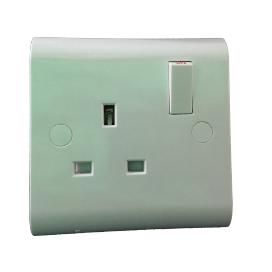 SINGLE MAINS WALL SOCKET PLUG SWITCH - 13A WHITE PLASTIC